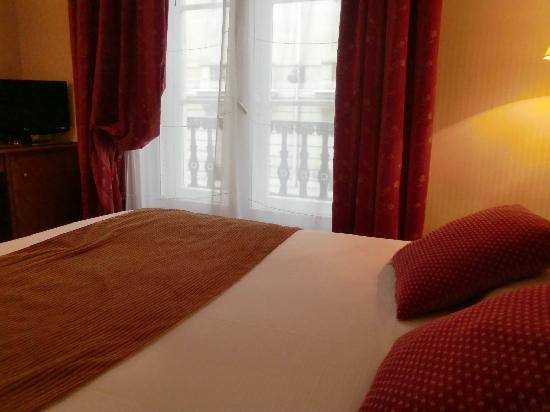 Hotel Etats-Unis Opera: ベッド