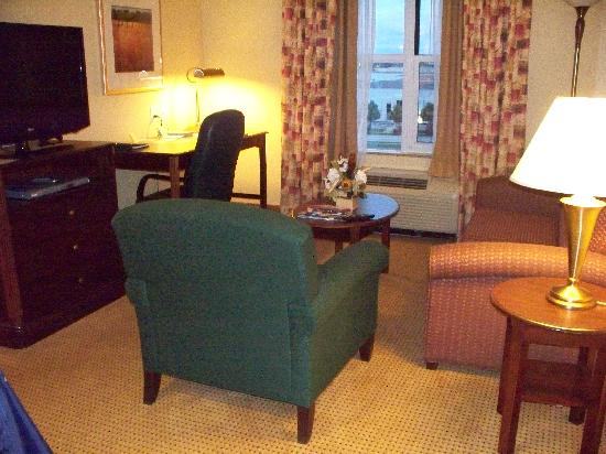 Homewood Suites by Hilton Toronto - Mississauga : Sitting area with flat screen TV