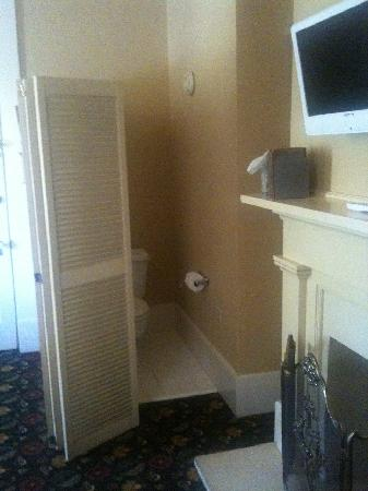 Ye Kendall Inn: Bathroom in main hotel