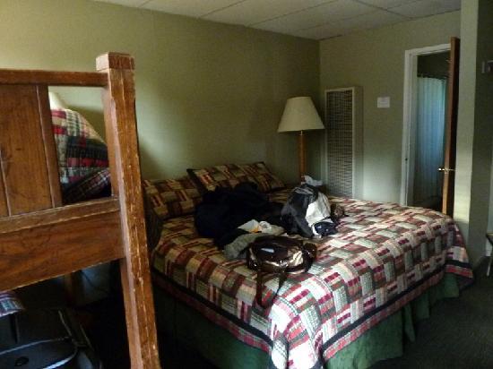 Montecito Sequoia Lodge & Summer Family Camp: Room