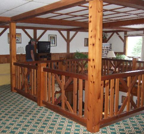 Carlson's Lodge: Balcony upstairs