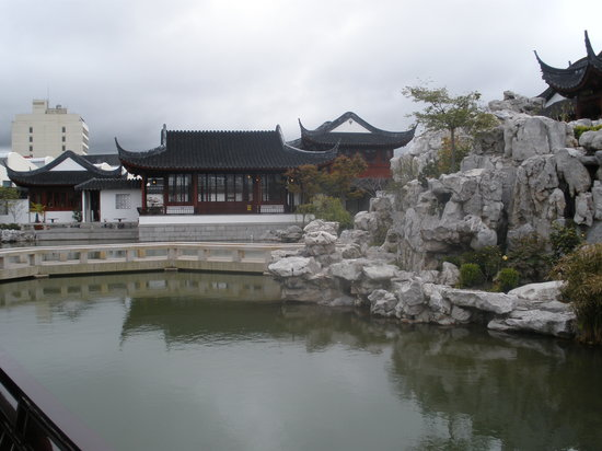 Dunedin Chinese Garden: A view of the tea house across the pond