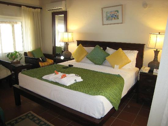 Galley Bay Resort: Bedrom Area in Premium Beachfront Suite