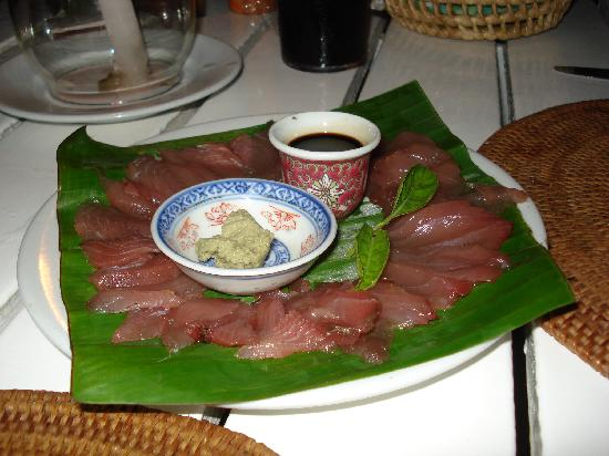 Coconut Grove Beachfront Cottages: Yellowfin Tuna sashimi, caught a few hours before dinner!