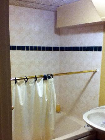 The White Fox Inn: Newer tub & tiles, broken curtain rod.