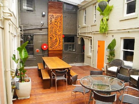 Backpackers HQ: New Courtyard