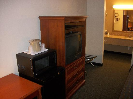 Quality Inn: refrigerators and microwaves available