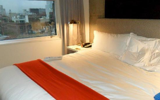 The Nolitan Hotel: King Size bed