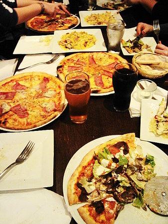 Al forno: Yummy pizza, especially the kabab.