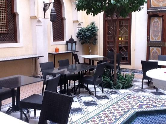 ‪رياض الموسيقى: small section of dining courtyard. Dining salon beyond doors.‬