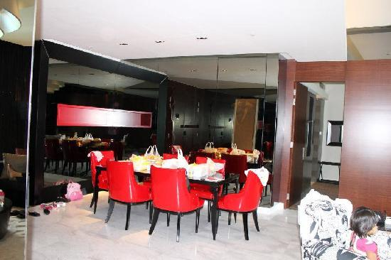 Hard Rock Hotel Singapore: dining hall