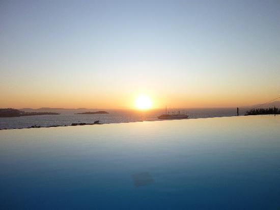 Vencia Hotel: Sicht vom Pool (bzw. auch Zimmer)