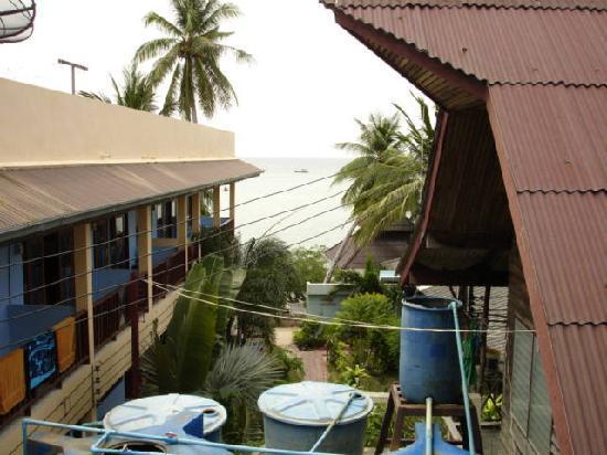 Koh Tao Tropicana Resort: 海が見える部屋からの眺め。