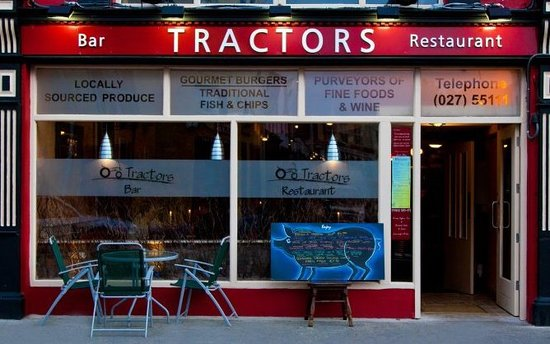 Tractors Restaurant and Bar: Tractors Family restaurant and Bar