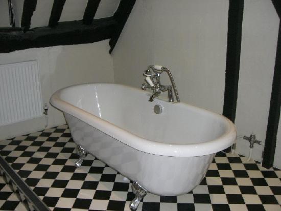 Marlborough Arms: The bathtub