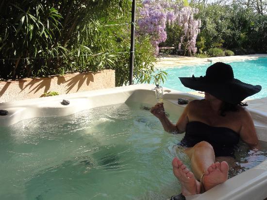 Villa La Rose des Vents: The Hot Tub