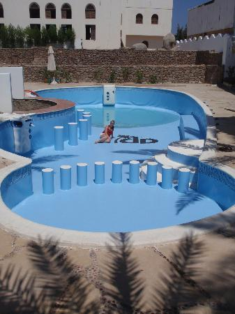 Dahab Divers South Sinai Hotel & Dive center: Me in new swimming pool with bar! (water was coming that day)