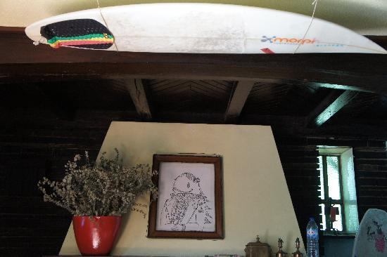 Peste Surf Hostel : fireplace