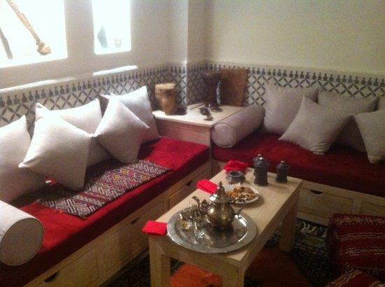 Riad dar Zaynab : Le thé d'accueil au salon