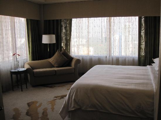 Sheraton Imperial Kuala Lumpur Hotel: Our room again