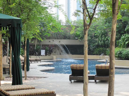 Sheraton Imperial Kuala Lumpur Hotel: Hotel swimming pool