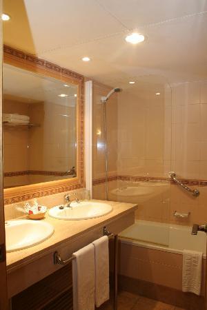 Hotel Telecabina Montana: Baño Habitación Cuádruple (2)