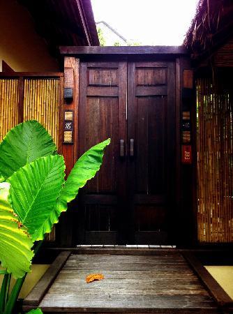 อนันตรา รสานันดา เกาะพะงัน วิลล่า รีสอร์ท แอนด์ สปา: Front door