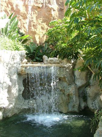 Cordial Mogan Playa: Waterfall into Pool