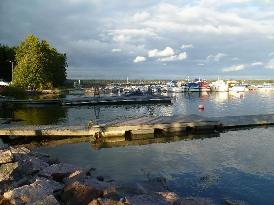 Radisson Blu Hotel, Espoo: Boats - outside hotel and a short stroll along the path