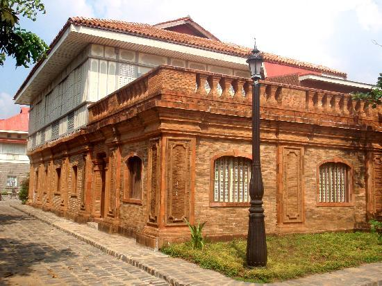 Las Casas Filipinas de Acuzar: old structure
