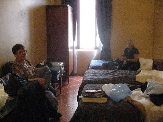 Hotel Corona D'Italia: Triple room