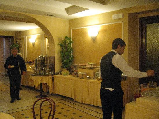 Hotel Corona D'Italia: Breakfast buffet