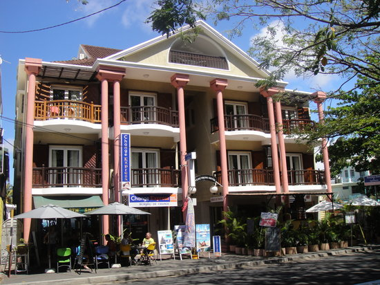 Pereybere Hotel & Apartments: Front of hotel