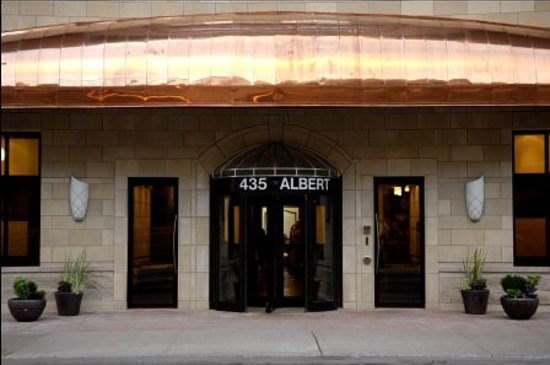 Albert at Bay Suite Hotel: Hotel Entrance