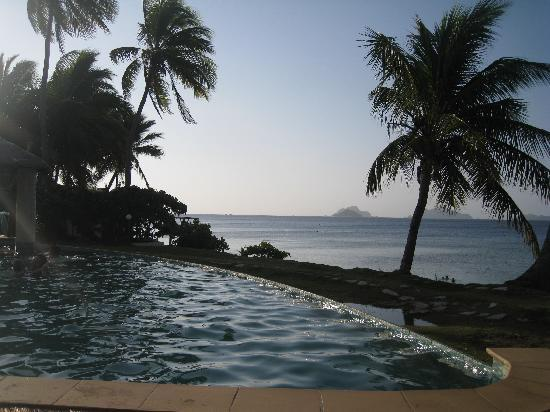 Mana Island Resort: Infinity edge pool