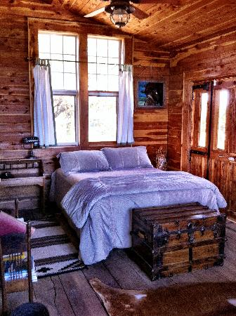 Seventy-four Ranch: Bed in Overlook