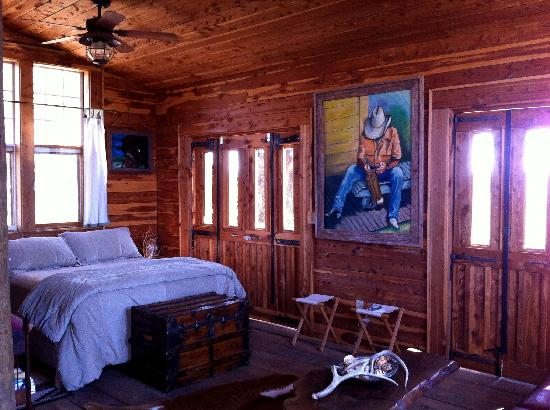 Seventy-four Ranch: Another suite view