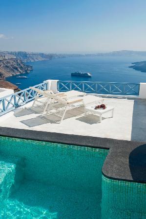 Mini - pool Jacuzzi of Gorgona villas