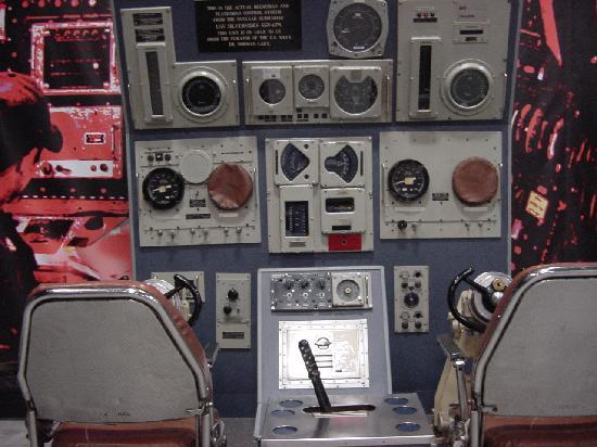 USS Silversides Submarine Museum : Sub Controls