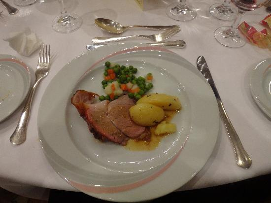 Conference Florentia Hotel: 夕食の肉料理