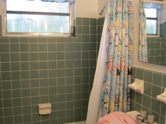 Lighthouse Inn: Bathroom, very clean