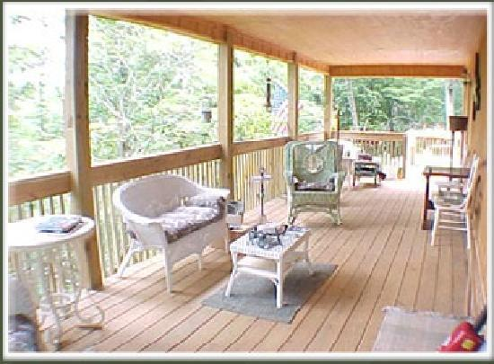 Rivendell Cabins: Porch