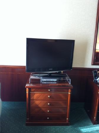 Royal Hotel Carlton: tv
