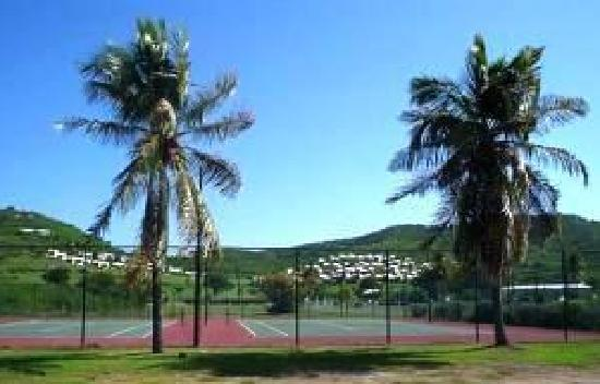 The Reef Golf and Beach Resort: Tennis courts in addition to 9 hole golf course