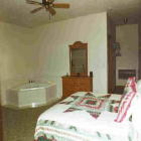 Trailhead Inn: Jacuzzi Suite