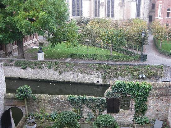 Nuit Blanche: View of the garden and canal