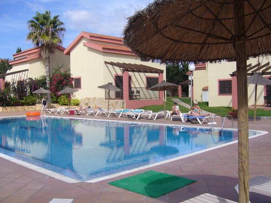 Nuramar Apartments: nuramar pool area