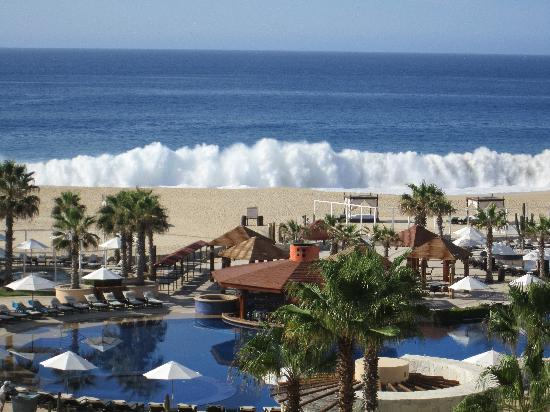 Pueblo Bonito Pacifica Golf & Spa Resort: HUGE waves!