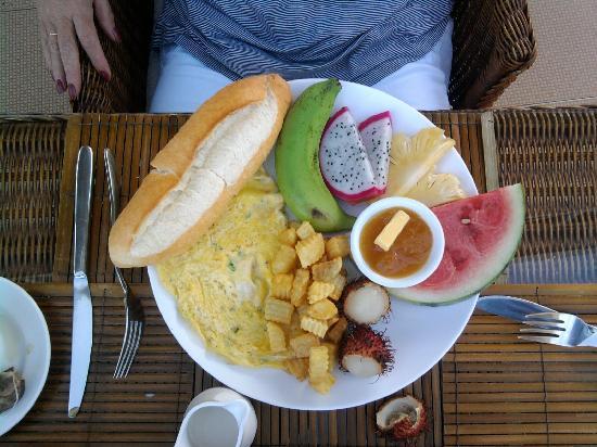 """โรงแรม ฮา เวิน: Or the """"Free"""" American Breakfast"""