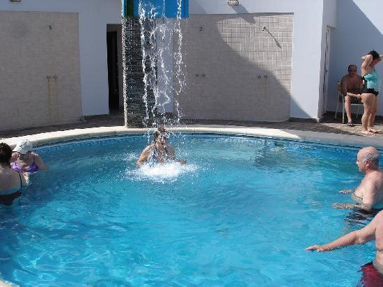 Foto de hotel city termas del r o hondo pileta termal for Piletas con cascadas